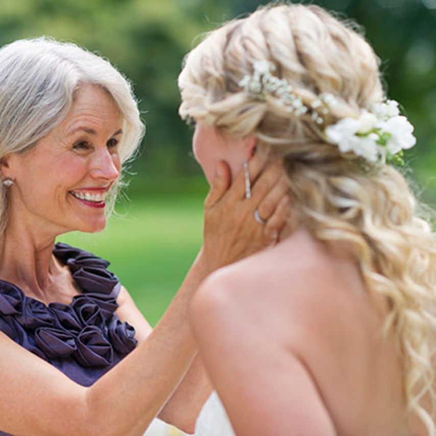 blogs-aisle-say-what_moms-think-at-daughters-wedding